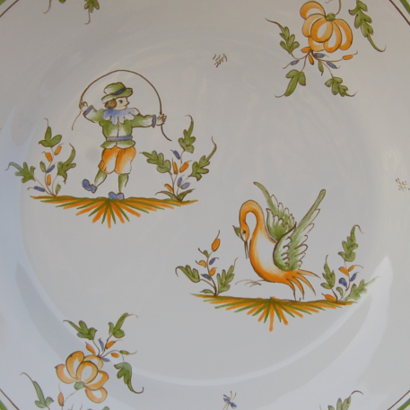 Feston plate with hand painted decoration Moustiers 20
