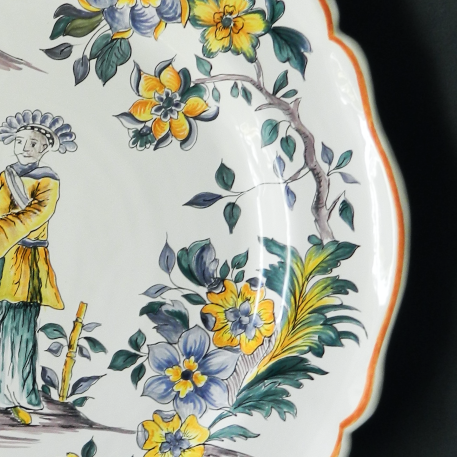 Rond Festons serving plate with Chinoiserie hand painted decoration
