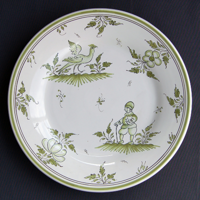 Bord Uni plate with hand painted decoration Moustiers 9 monochrome green