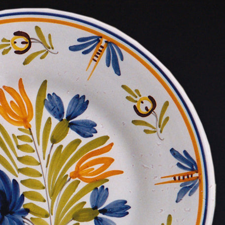 Bord Uni Plate with hand painted decoration Antique Fleurs 1
