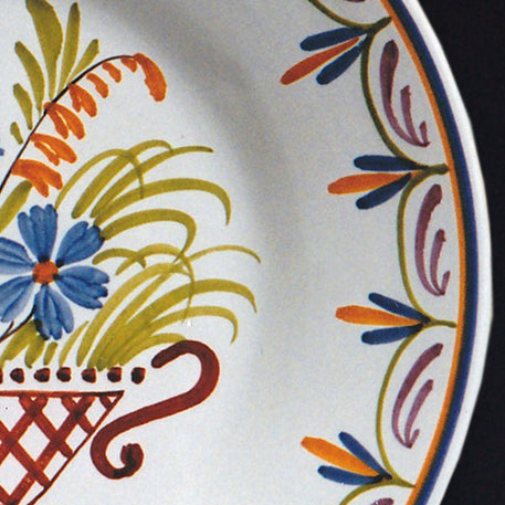 Bord Uni Plate with hand painted Antique Panier 96 decoration