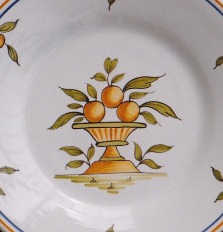 Bord Uni plate with hand painted decoration Moustiers 1