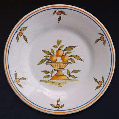 Bord Uni plate with Moustiers 1 hand painted decoration