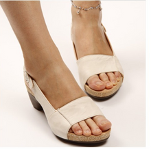 Load image into Gallery viewer, Medium thick sandals - Coco Mink Lashes