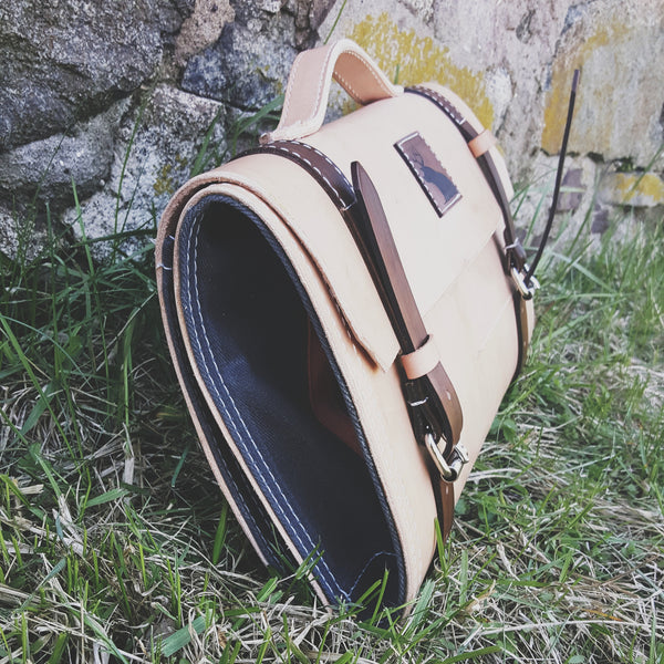 THE BUTCHER - NATURAL TAN LEATHER & WAXED CANVAS KNIFE CASE