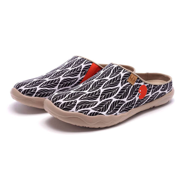 UIN Footwear Women Beyond the Shadow Slipper Canvas loafers