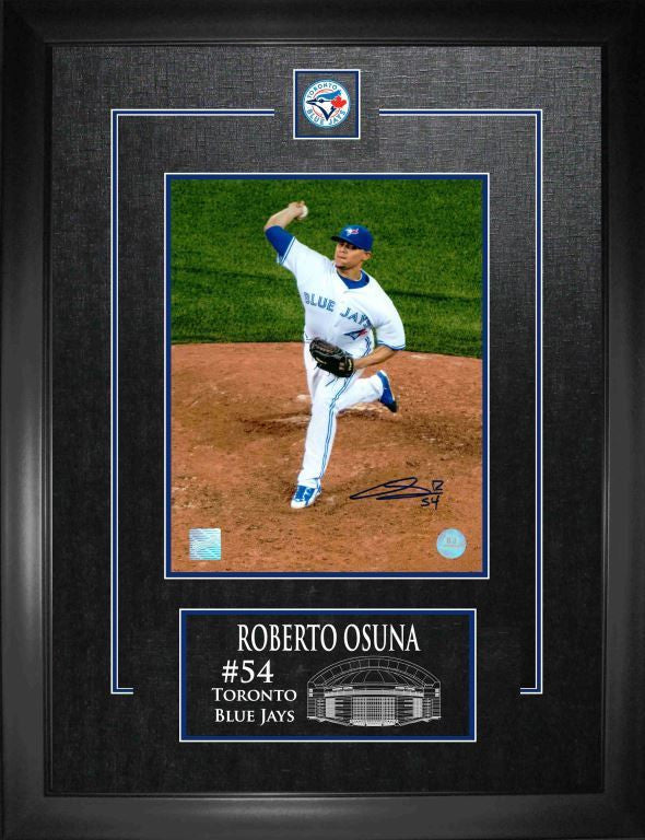 "Roberto Osuna 8""x10"" Signed Photo with Deluxe Frame"