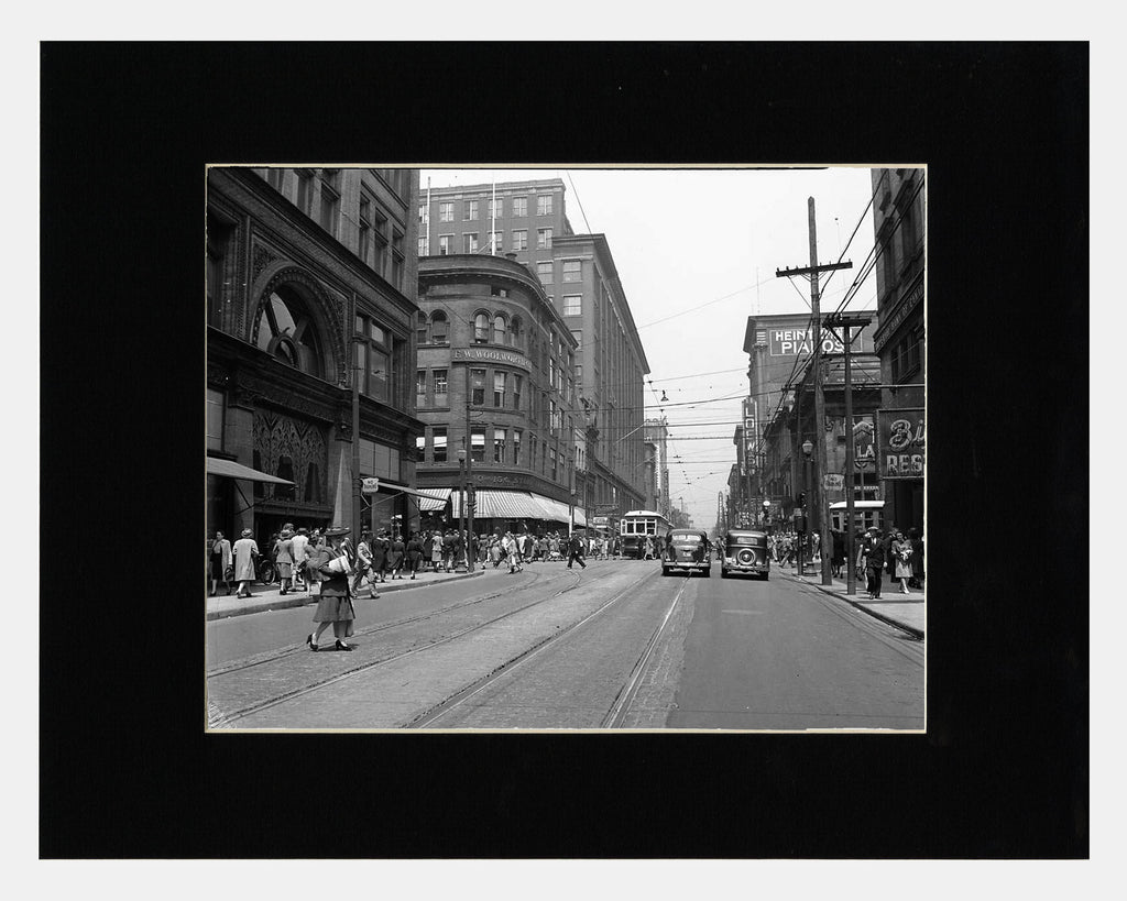 Image of Yonge and Queen, 1930 photograph