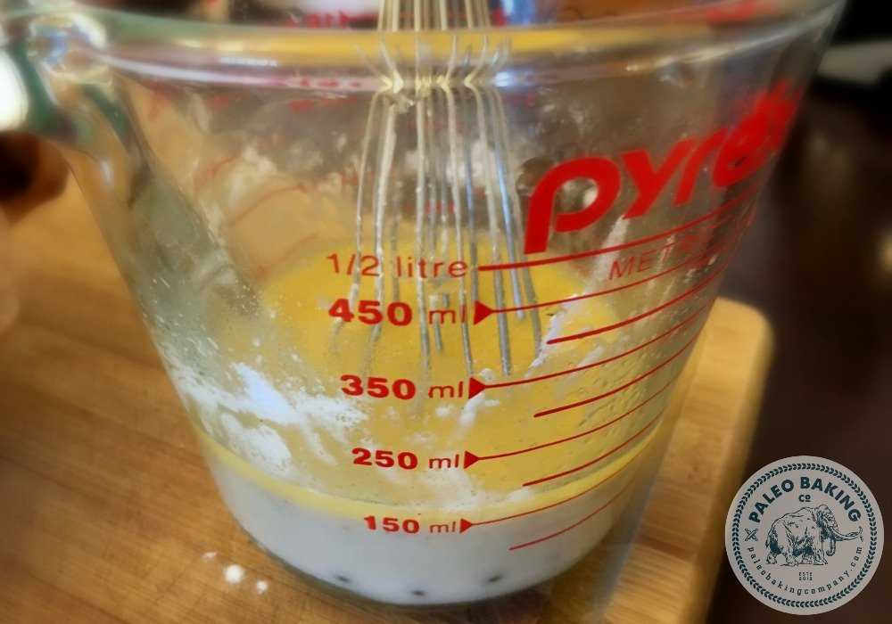 Paleo roux in a measuring cup