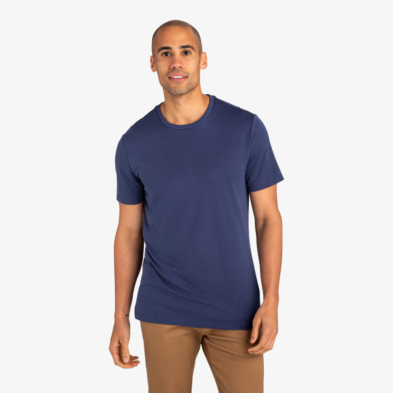 Upton Luxe Tee - Navy Solid, lifestyle/model