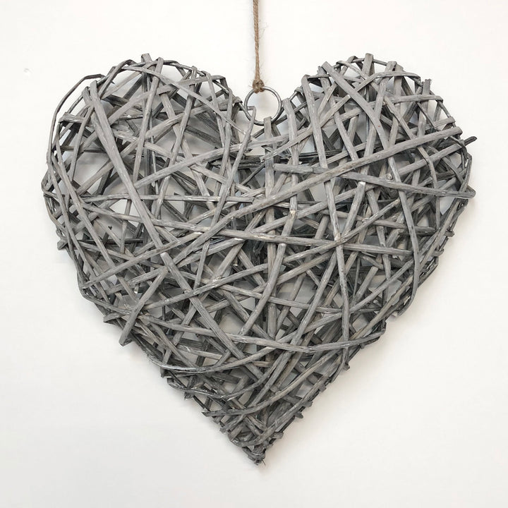 Rattan heart grey wash 30cm
