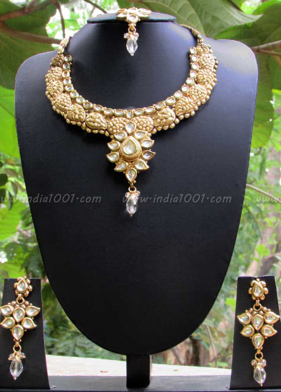 Stunning Ethnic Kundan Necklace Set