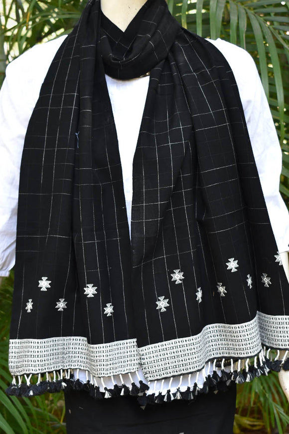 Elegant Handwoven Cotton Kutch Bhujodi stole with beautiful tassels