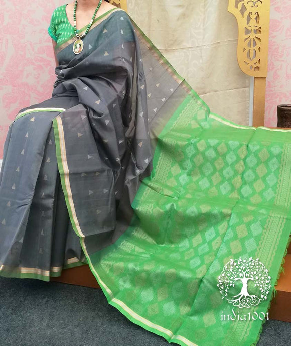 Fine & Elegant Handwoven Silk cotton Saree with dual tone zari