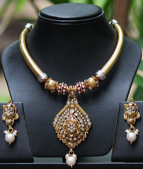 Stunning & unique necklace set