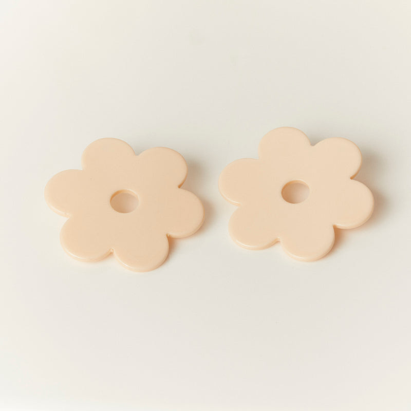 Cities In Dust Large Ivory Acetate Daisy Earrings
