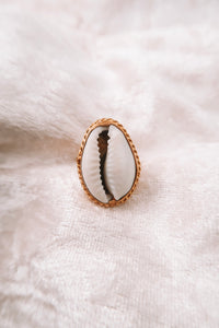 ANNISA GOLD SHELL ADJUSTABLE RING