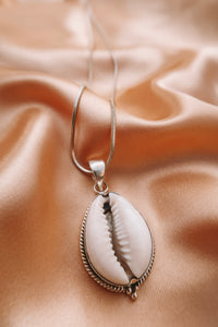 MARIA 925 SILVER SHELL NECKLACE