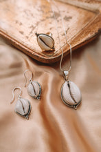 Load image into Gallery viewer, MARIA 925 SILVER SHELL NECKLACE