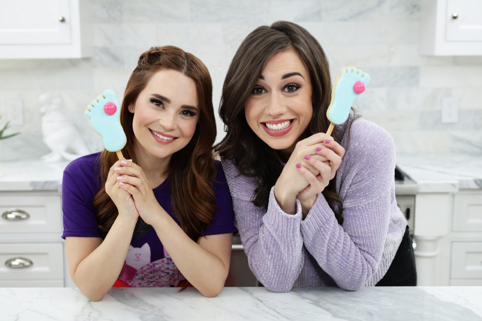 Rosanna Pansino and Colleen Ballinger make Froze Toes