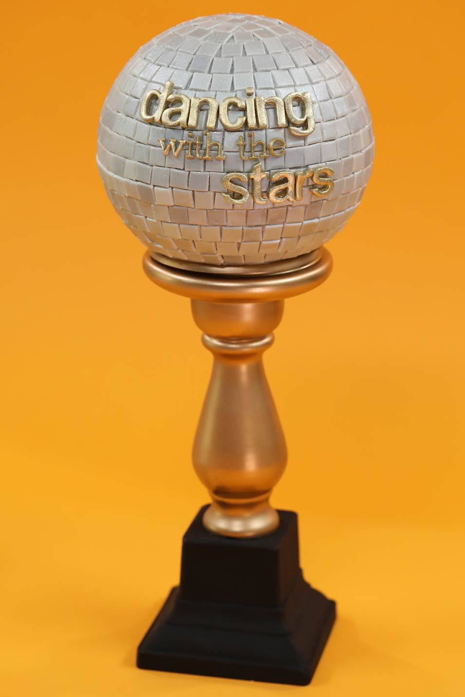 Rosanna Pansino, Lindsey Stirling, Mark Ballas make a Dancing with the Stars Mirror Ball Cake