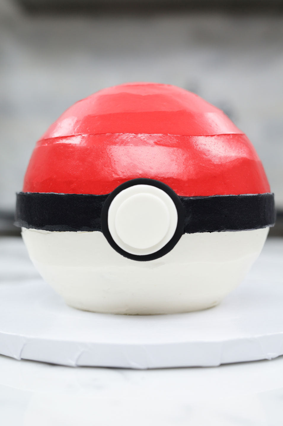 Pokemon Poke Ball Cake