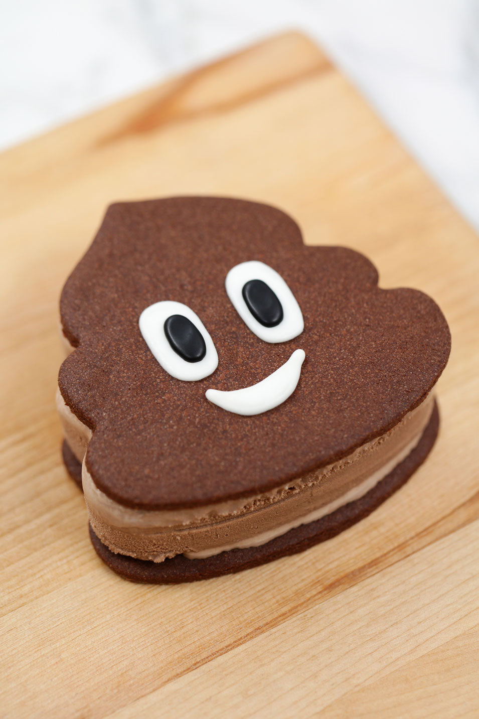 poo+emoji+ice+cream+sandwich+1