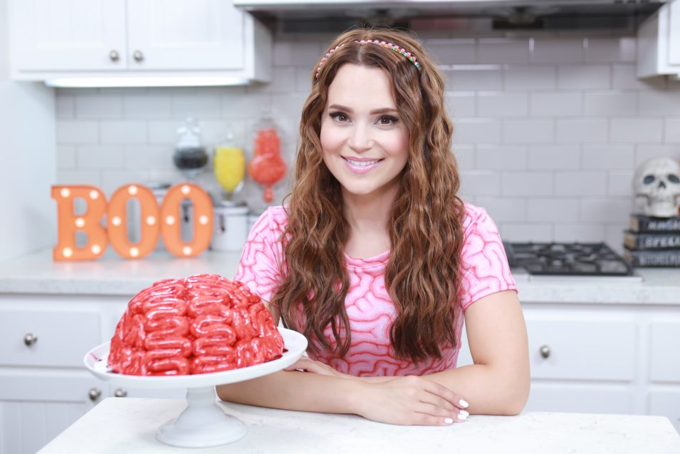 Rosanna Pansino makes a Brain Cake