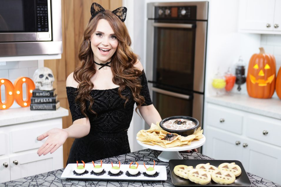 Rosanna Pansino makes Halloween Treats
