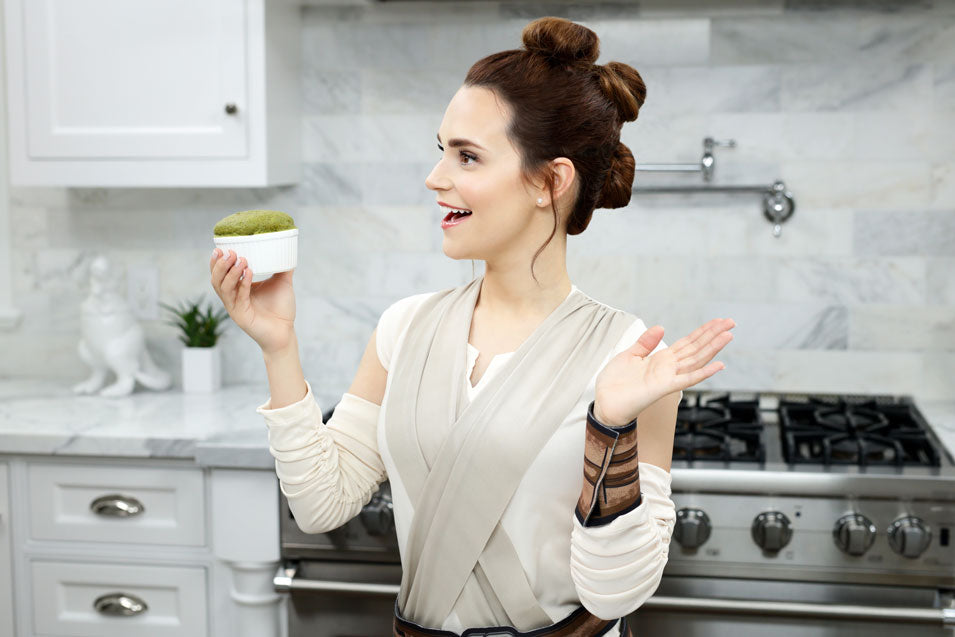 Rosanna Pansino Makes Star Wars Rey's Portion Bread