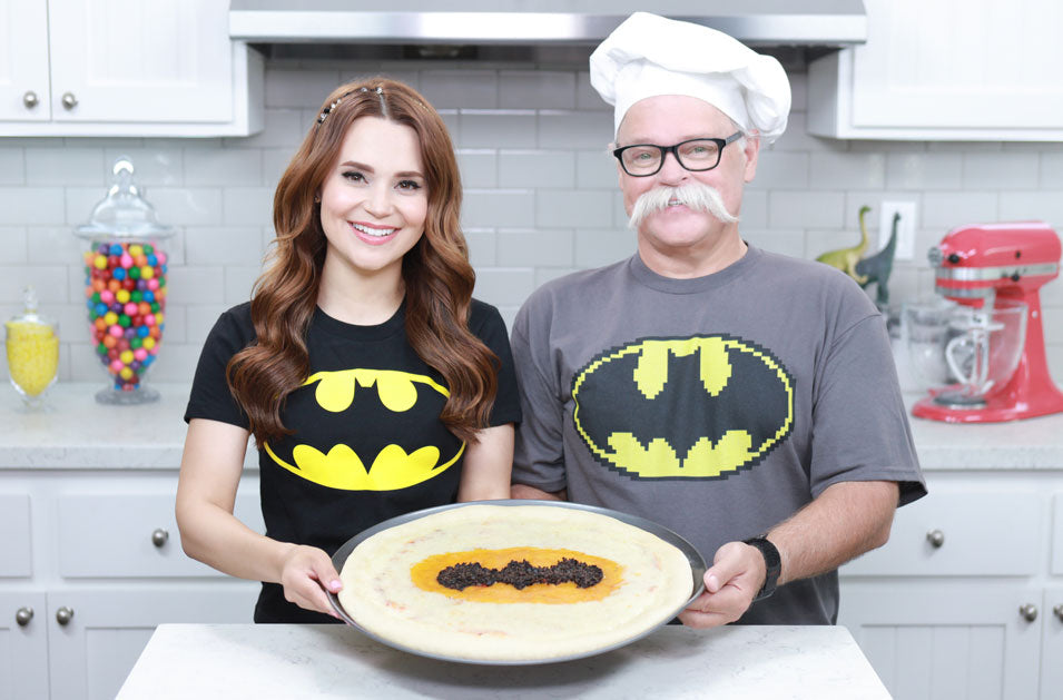 Rosanna Pansino and Papa Pizza make Batman Pizza