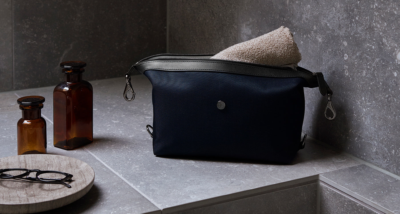 M/S Washbag – Deep blue/Black feature image 3