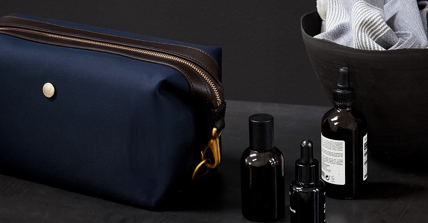M/S Washbag – Navy/Dark brown feature image 3