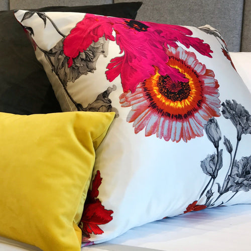 'Daisy' Decorative Pillow