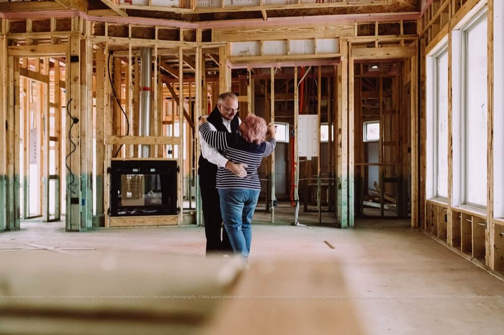 Best photos of 2019 - Husband and wife dancing in new home