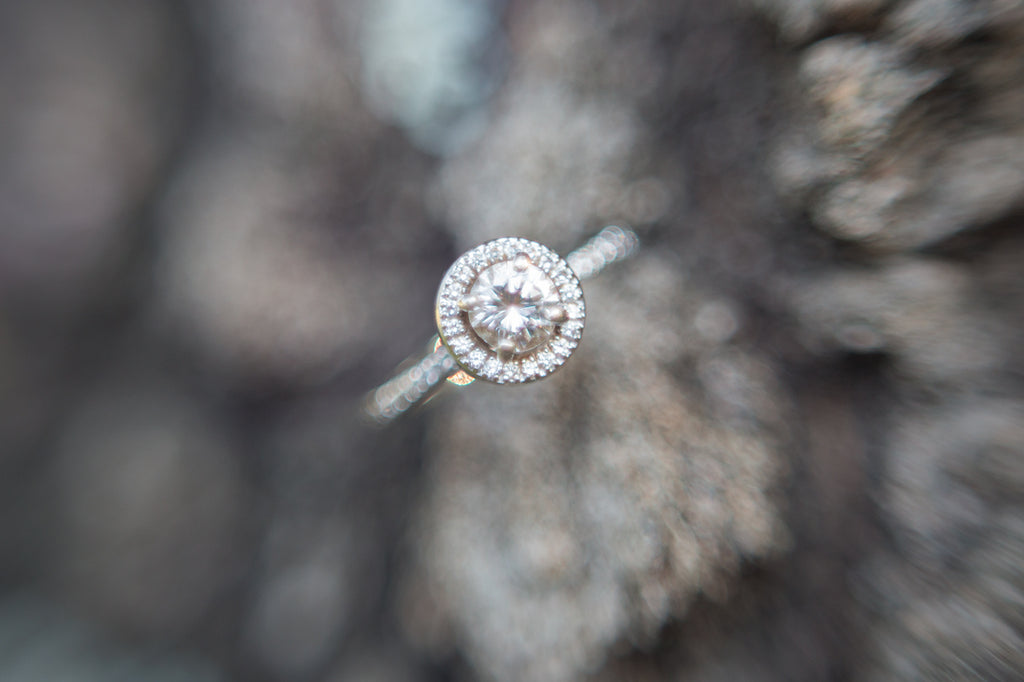 Freelensing Macro Picture of Engagement Ring