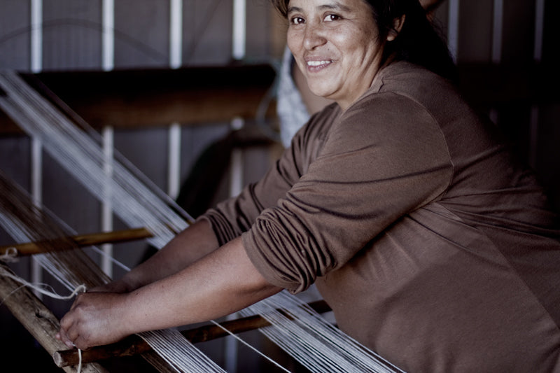 VOZ weaver Sylvia Aniao with her traditional Mapuche loom