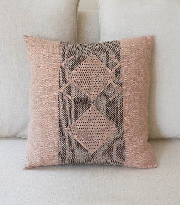 Araña Pillow in Rose