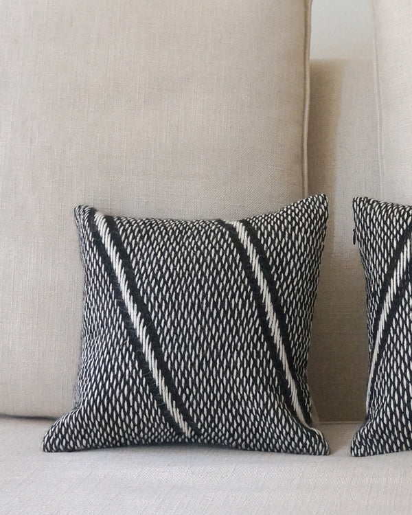 "Alpaca Pillow Lineas Che Small 12""X12"""