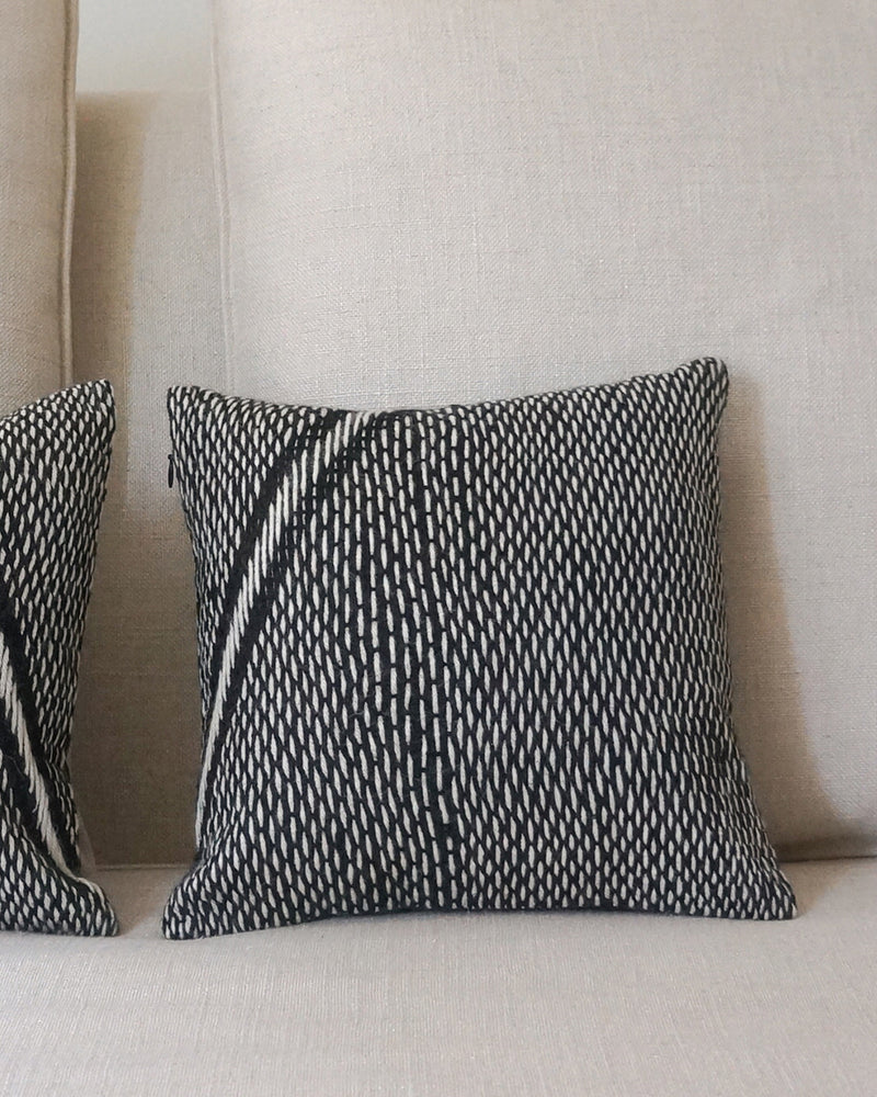 Alpaca Pillow Lineas Che Small