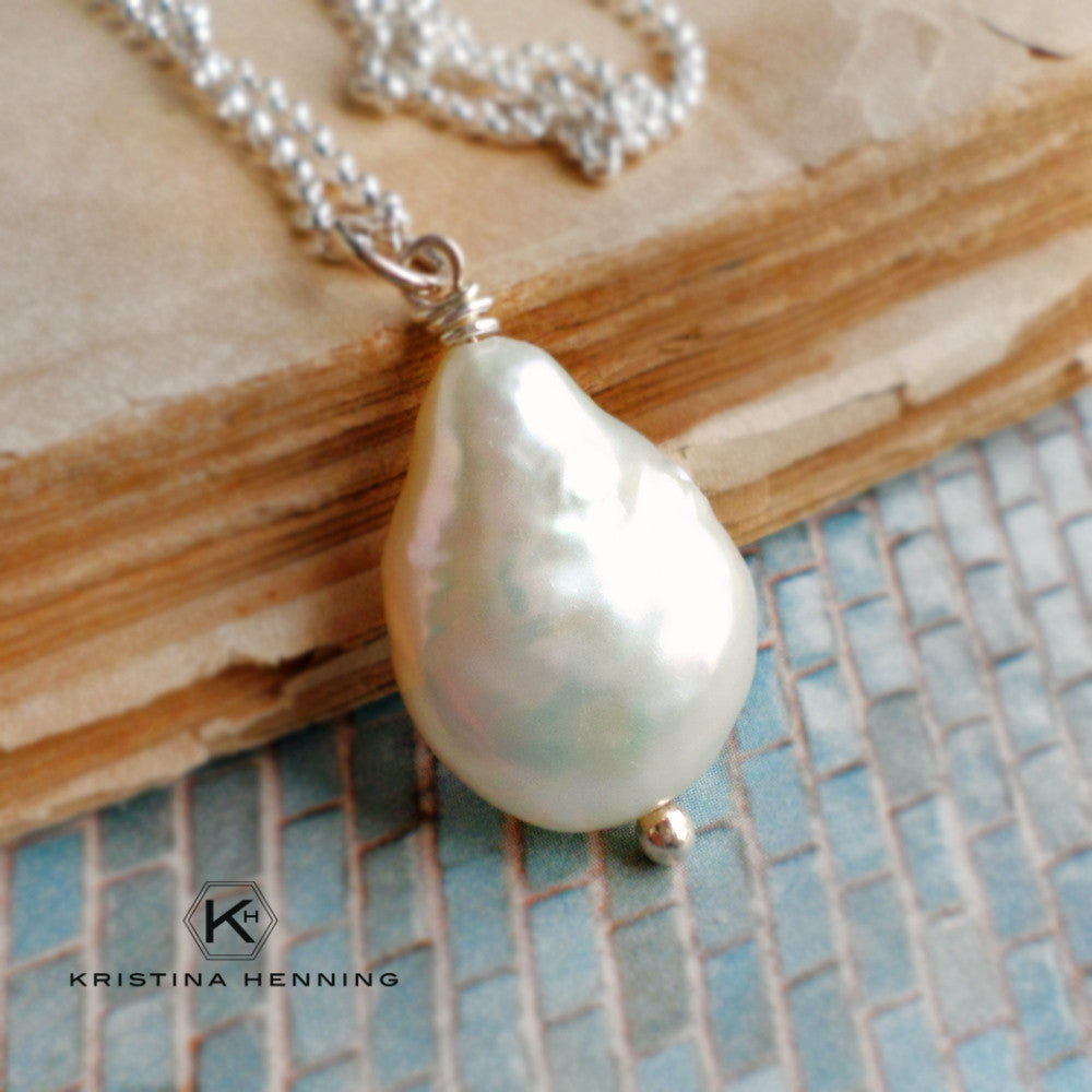 White coin pearl pendant necklace in silver