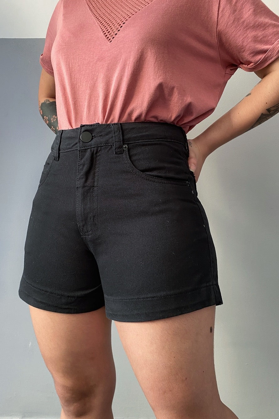 Shorts Mom Black Cintura Alta