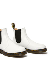Load image into Gallery viewer, 2976 YELLOW STITCH SMOOTH CHELSEA BOOT (wht)