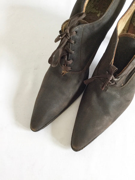 Vikki 1900s Lace Up Shoes | US 6.5