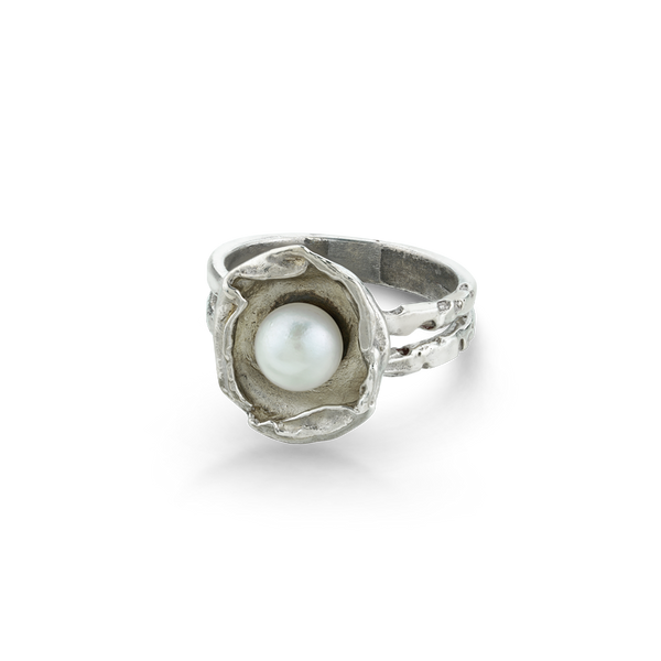 Sterling Silver ring with a freshwater pearl from your montreal jewellery designer, www.elysee.com