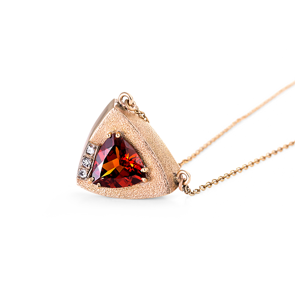 Garnet and diamond pendant, yellow gold, diamond and garnet pendant, garnets, garnets montreal, gold pendants montreal, fine jewellery montreal