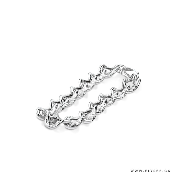 SHORT STERLING SILVER BRACELET WITH HAMMERED  LINKS  WWW.ELYSEE.CA.  MONTREAL BRACELETS