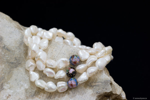 WHITE FRESHWATER PEARL BRACELETS WITH CLOISONNÉ BEAD