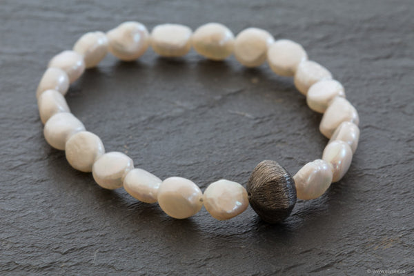 Baroque freshwater pearl bracelet designed by your montreal jewellery designer.
