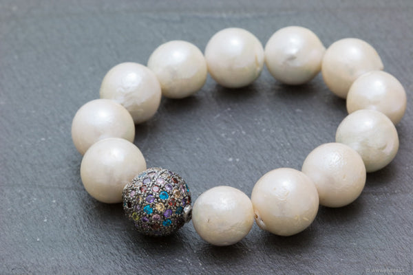 large sized freshwater pearl bracelet handcrafted in canada by your montreal jewellery designer